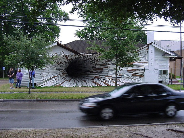 the_hole_house_with_car