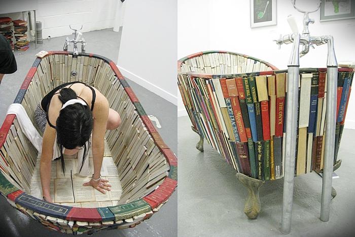 Bath-of-Knowledge-una-vasca-fatta-di-libri-opera-di-Vanessa-Mancini-3