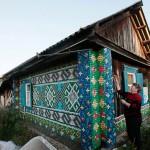 Mosaico su pareti da esterno con tappi di bottiglia