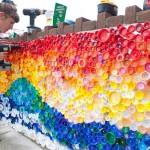 Street art con tappi di bottiglia