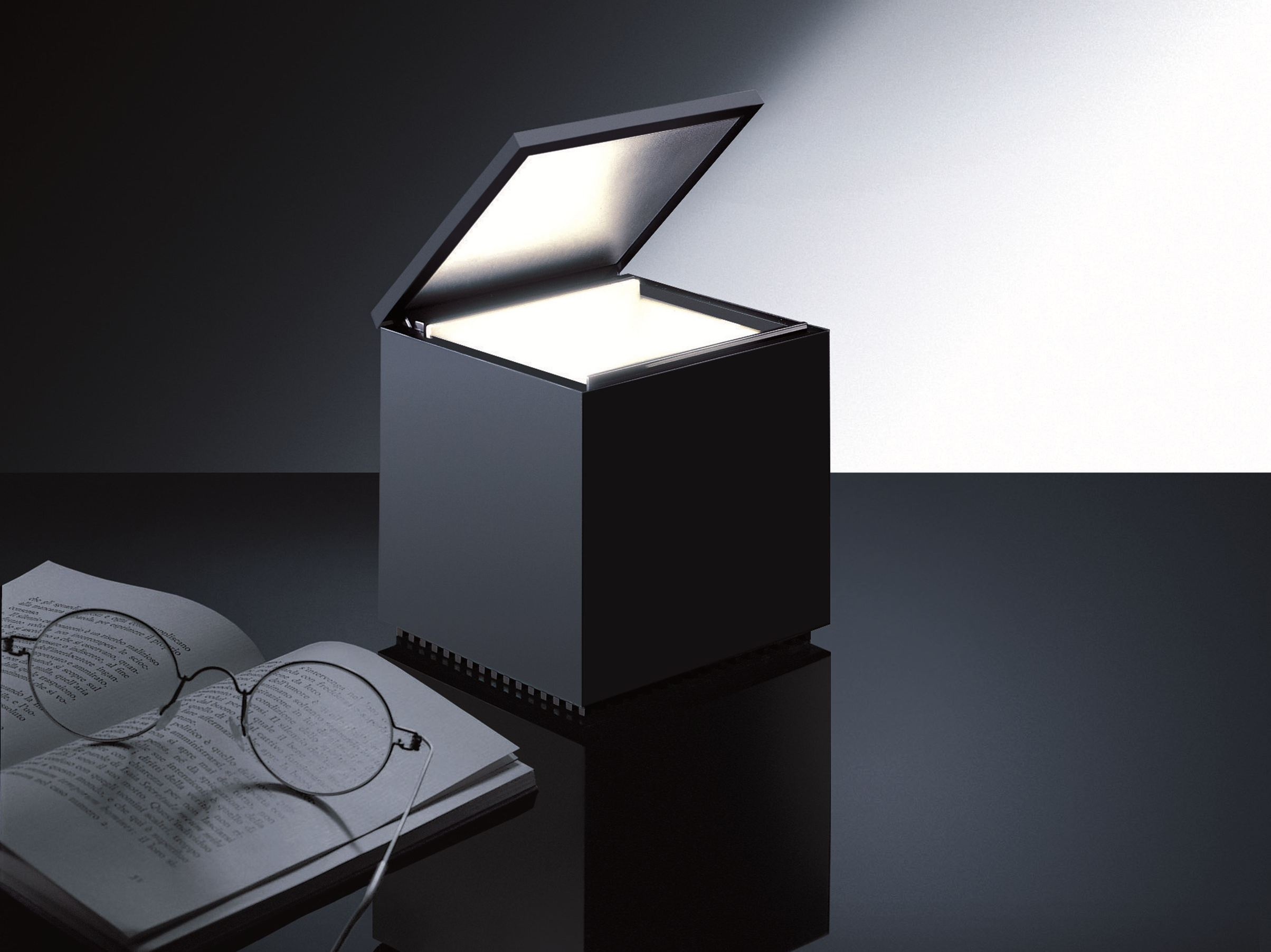 Lampade di design e illuminazione - Lampada comodino design ...