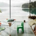 Seggiolina Pop, design Enzo Mari, 2004, e tavolo Little Flare, design Marcel Wanders, 2005