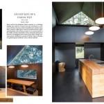 A Perca, in Alto Adige, l'architetto Lukas Mayr ha ristrutturato un'ex falegnameria trasformandolo in uno spazio per gli showcooking. Cucina mono-blocco a isola, materiale scelto il ciliegio.