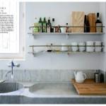 A Bagnaia, frazione di Viterbo, una cucina familiare all'interno di un convento benedettino del XIV° secolo. Tra i dettagli un doppio lavabo in solido marmo.
