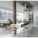 La cucina di Shoreditch Apartment, nell'East London: un ex fabbrica di abiti che studio Ochre ha ristrutturato in stile industrial sui toni del grigio.