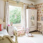 Girls-bedroom-with-floral-wallpaper-housetohome.co.uk