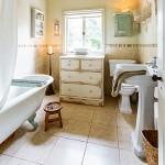 traditional-neutral-bathroom-housetohome.co.uk