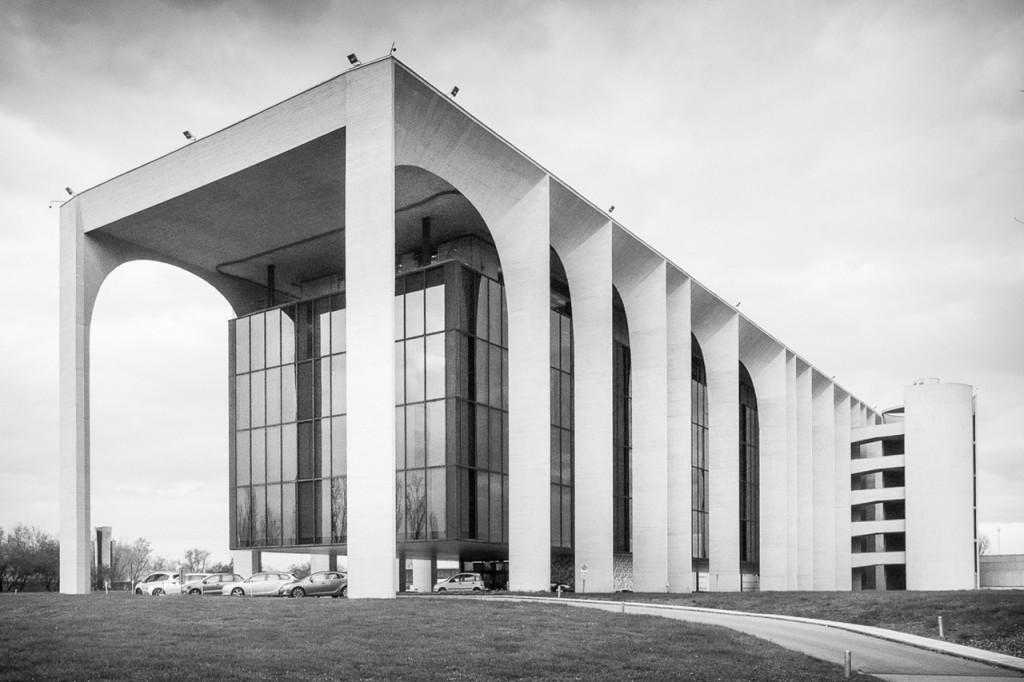 Oscar Niemeyer, Sede Mondadori, 1968-75 Paola Di Bello