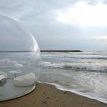 Tenda a bolla in riva al mare