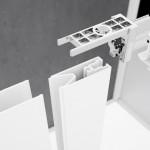 Particolare del montaggio del box doccia Lunes 2.0 di Novellini