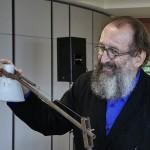 Michele De Lucchi e la lampada Tolomeo, foto Artemide