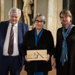 Da sinistra Jesus Aparicio, presidente di giuria, Anne Lacaton, vincitrice Gran Premio Internazionale e Claude Coutant, presidente BigMat International