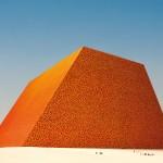 Modello in scala della Mastaba di Abu Dhabi, Photo: Wolfgang Volz, ©1979 Christo