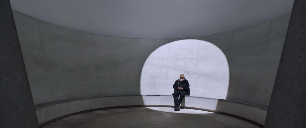 Christoph Schaub im Skyspace Zuoz von James Turrell