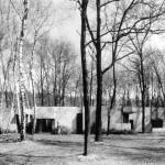 """Casa nel Bosco, Osmate, """"Casa nel bosco, che rispetta gli alberi esistenti, costruita attorno ad essi, anno 1969"""""""