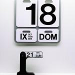 1963 Formosa calendario perpetuo da parete in alluminio anodizzato naturale e PVC litografato 31,5 x 31,5 cm Danese Milano